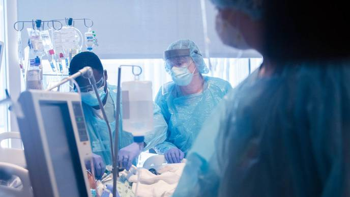 US Surgeons Perform Double Lung Transplant on COVID-19 Patient