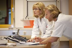 Colon Cancer: Pros & Cons of Screening Younger Patients